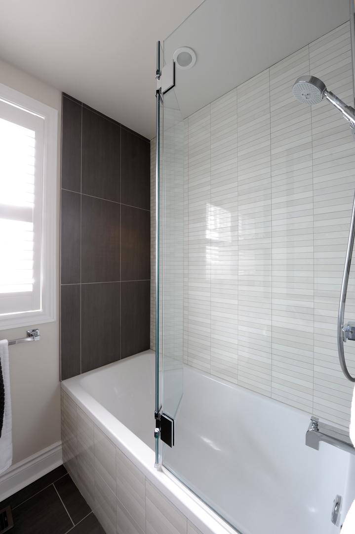 Menard main bath 3.jpg