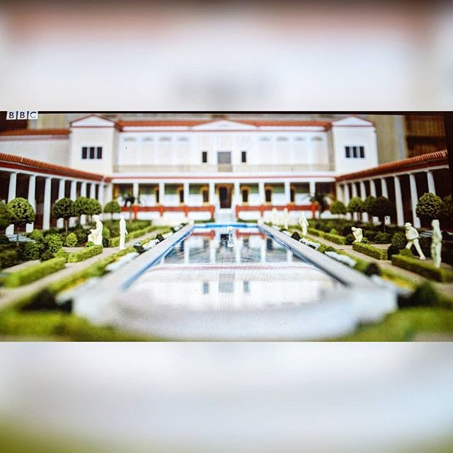 Just over a year ago I became a miniature horticulturist for this model of the Getty Villa for Danny Boyle's 'Trust' 🌴