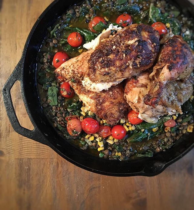 We have been so inspired by the AMAZING food at The Roast 🔥 at PCM @wholefoods, we had to try it at home! ❤ We mixed and matched from our two favorites and made a Peruvian Roast whole chicken with chimichurri lentils, pan roasted corn and tomatoes and sautéed Swiss chard! O-M-G y'all! 😍💯If you haven't been to the Roast yet, we HIGHLY recommend it! It's a flavorful, healthy option that is especially great when you are having a crazy hectic work week and don't have time to cook at home! 👌🏻💯 . We're delighted with this super flavorful summer recipe, and think it might be a welcome addition on the blog. What do you think? 🙃💕. . #eeeeeats #f52grams #droolclub #infatuation #missnewfoodie #feedyoursoull #huffposttaste #getinmybelly #buzzfeedfood #feedfeed #foodgawker #flatlay #food #foodie #foodporn #yummy #ThingsArrangedNeatly #shotFromAbove #foodpics #copycat  #fireroasted #homemade #healthydinner #castiron #castironcooking #peruvianfood #peruvian #grilled #veggies #dinner