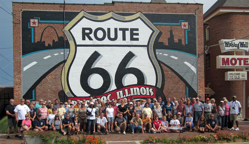 PontiacTourism_Pontiac IL  66 mural with group.jpg