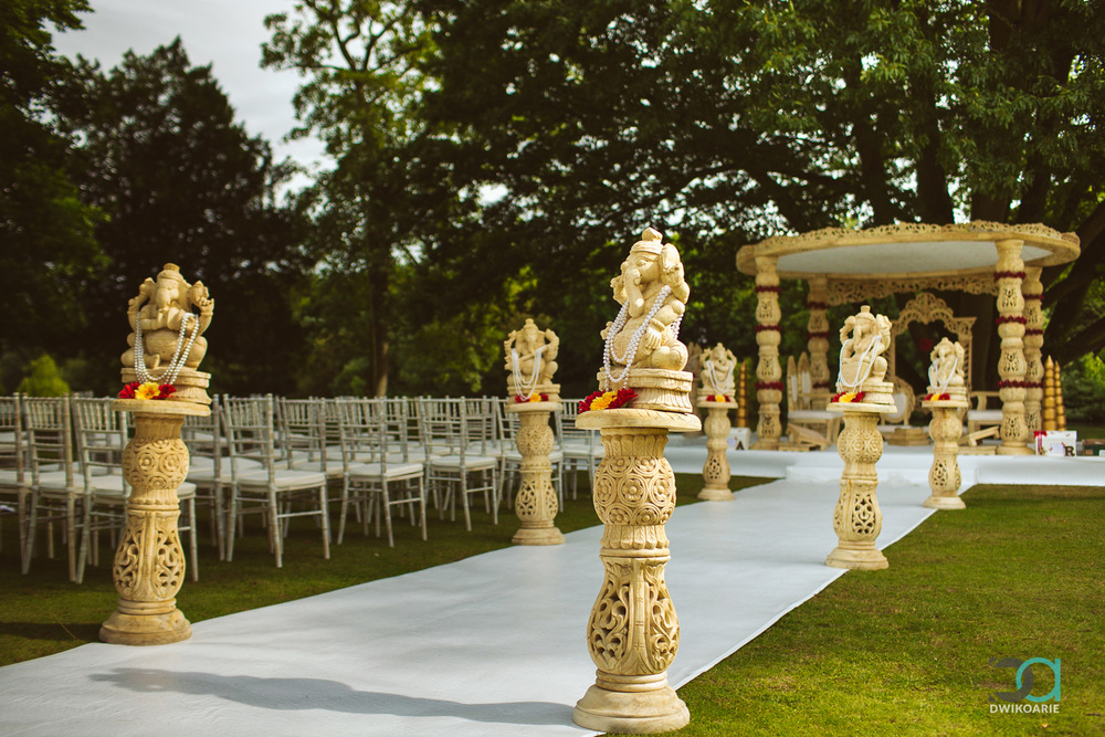 0009-Oakley-Court-Hotel,-Windsor-Wedding-Photography---DAN_3489.jpg