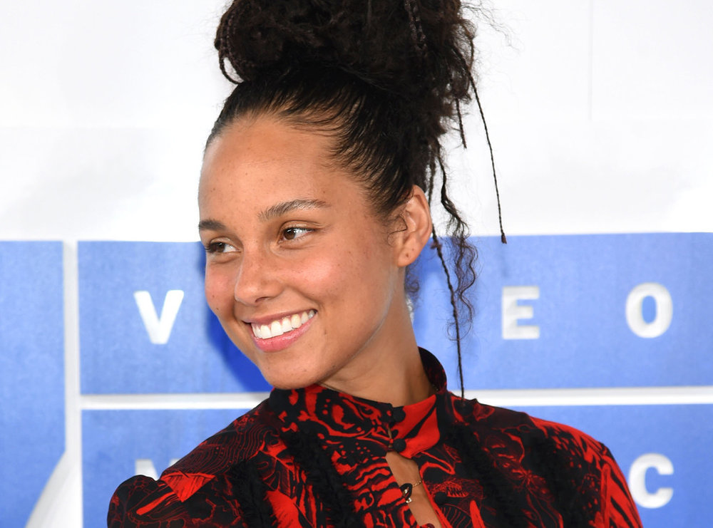 https://pmchollywoodlife.files.wordpress.com/2016/09/alicia-keys-without-makeup-lead.jpg?w=600