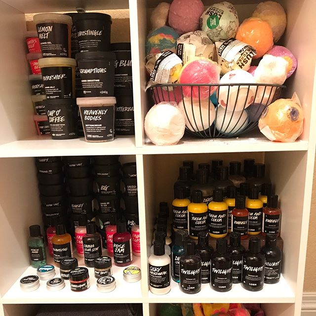 Some would say I have a problem. I would also say this. -Lauren #lushaddict #lushalot #allthingslushuk #lushcosmetics #lushhandmadecosmetics #lushstorage #lushporn #bathart #storage #storageideas #organization