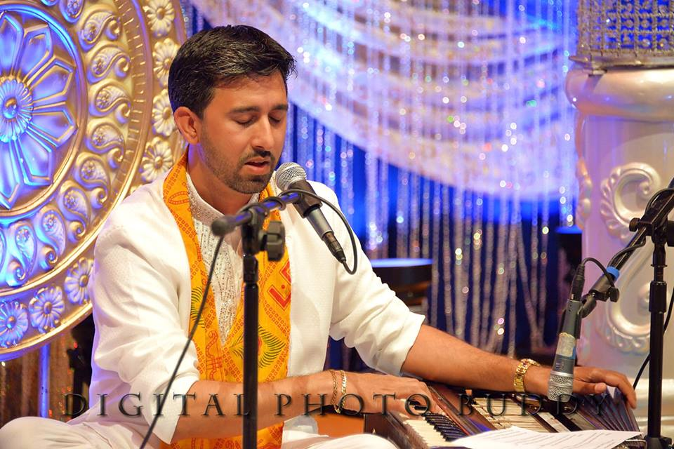 Pandit Manoj Jadubans at Bhakti Sargam 2014, Photo Credit: Digital Photo Buddy
