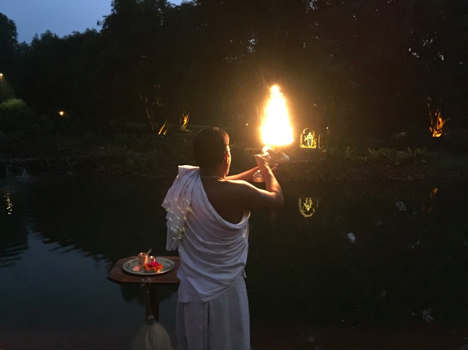 Each evening a local pujari (priests) offers arati (worship) to the Yamuna River, while devotees assemble and sing the Yamunastakam, a musical prayer of devotion for the Yamuna River written by the Vaishnava acarya Srila Rupa Goswami.
