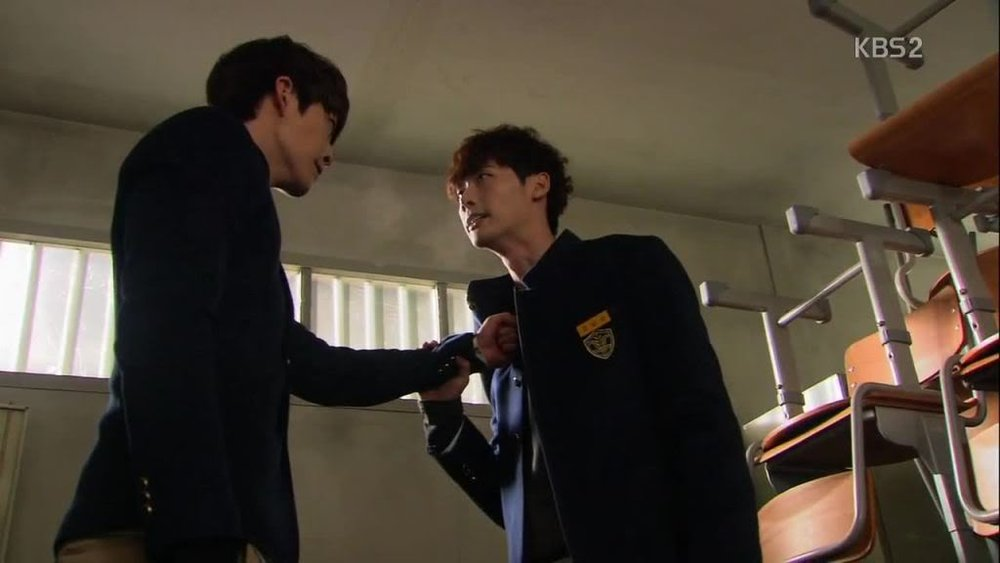 Park Heung-soo (Kim Woo-bin) and Go Nam-soon (Lee Jong-suk) // Source KBS2