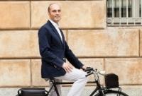man met electrische fiets.jpg