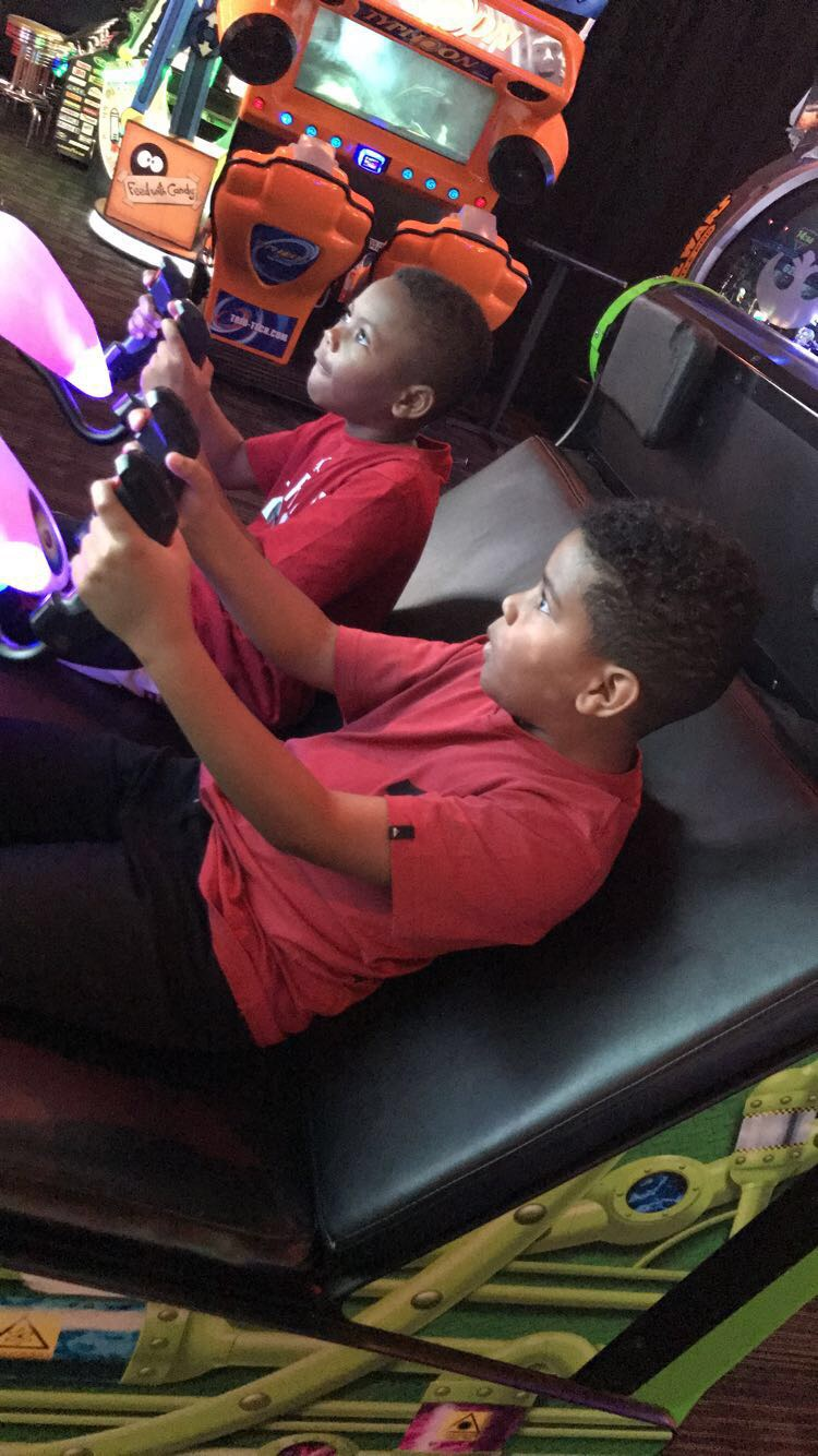 A review on Dave and Busters arcade, bar, and restaurant