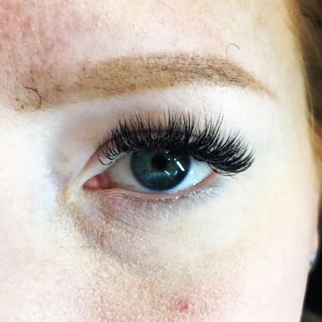Still crushing on this volume set on such light lashes 😍😍 ---  swipe right for before picture! .:lashes by Sadie:.
