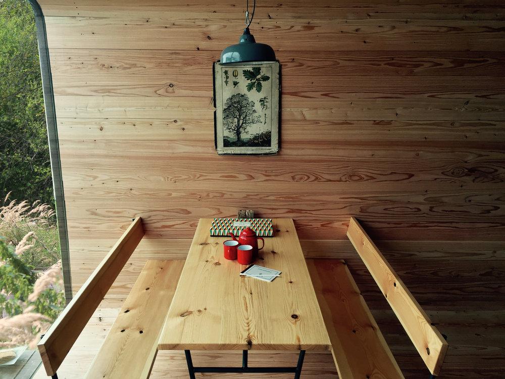 07-binnen:tafel.jpg