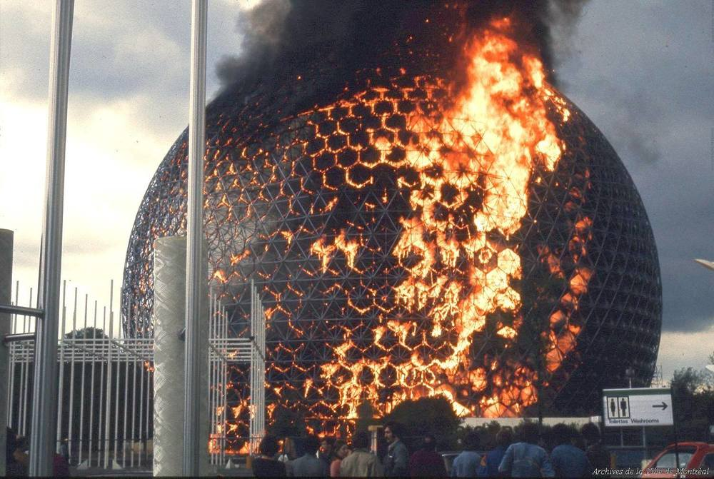 20 mai 1976: le pavillon temporaire des États-Unis, conçu pour Expo67, prend feu
