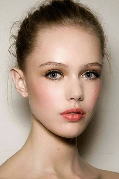 Credit: http://www.prettydesigns.com/peach-makeup-ideas-spring/