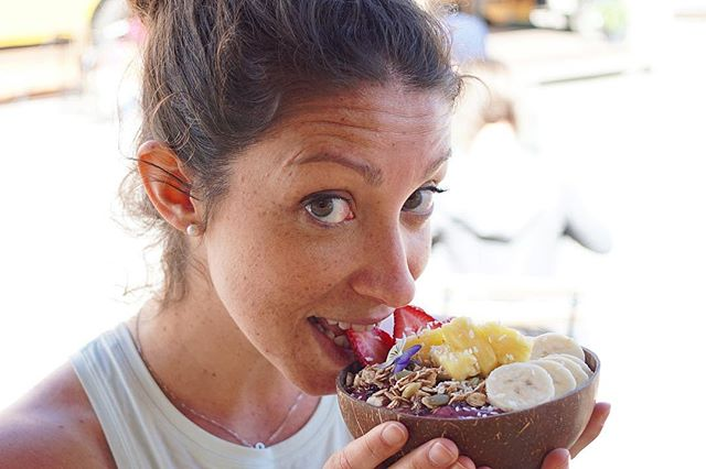 Don't forget that we knock a dollar off our prices when you bring your own container. Good for you. Good for us. Good for the Planet. 🌎 // Here @elisafioranzato shows off her Smoothie Bowl in a reusable coconut bowl.🌴 . . . . . . . . . . #greenhut #food #plantbased #veganfood #veganfoodshare #salad #healthy #smoothiebowl #smoothie  #glutenfree #organic #greens #wholefoods #foodtruck #whatveganseat #noanimalsharmed #greens #cleaneatingideas #yogaeveryday #practiceandalliscoming #downtowncanmore #yycfood #yyceats #supportlocalbusiness #feelgreat #dishedvan #realsimple #geniuskitchen #epicurious #rslove