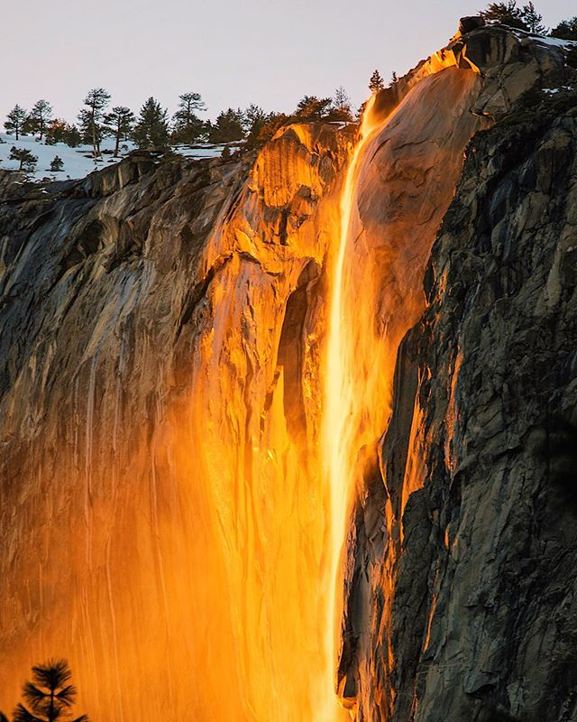 A year ago my friends and I went to #Yosemite and got extremely lucky with this beautiful spectacle, the #firefall in all its glory. Good luck to everyone this year trying to capture it!