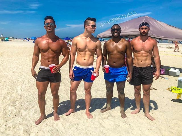 Brought out the aesthetics crew for the 25th birthday last weekend. 🎂 🎈 🎁 . #SummerVibes #YagerFitness _______________________________________________ . . . . . #Fit #Fitness #Bodybuilding #Fitfam #physique #zyzz #bodybuildingmotivation #fitnessmotivation #bodybuilder #lean #fitspo #getinspired #fitgoals #beach #gymlife #fitnessaddict #fitspiration #summer #beachbody #instabeach #sixpack #fitguys #model #fitnessmodel #miami #miamibeach #miamisouthbeach
