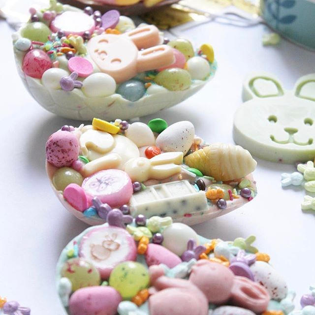 we just love what @thehappymail has for easter!!⠀ ⠀ 🐥🐥🐥The Easter bunny has arrived early so all the new goodies are online NOW🙊.. go check them out. Hope you 💖 them as much as I've had fun creating them. 🐇🐣😘⠀ .⠀ .⠀ .⠀ .⠀ .⠀ .⠀ .⠀ .⠀ .⠀ #handmade #chocolate #easter #new #eastereggs #cutefood #kawaii #pastel #ihavethisthingwithcolor #abmlifeissweet #colour #color #awwsamsweettooth #candy #sprinkles #myunicornlife #foodie #instahappy ( #📷 @thehappymail via @latermedia )