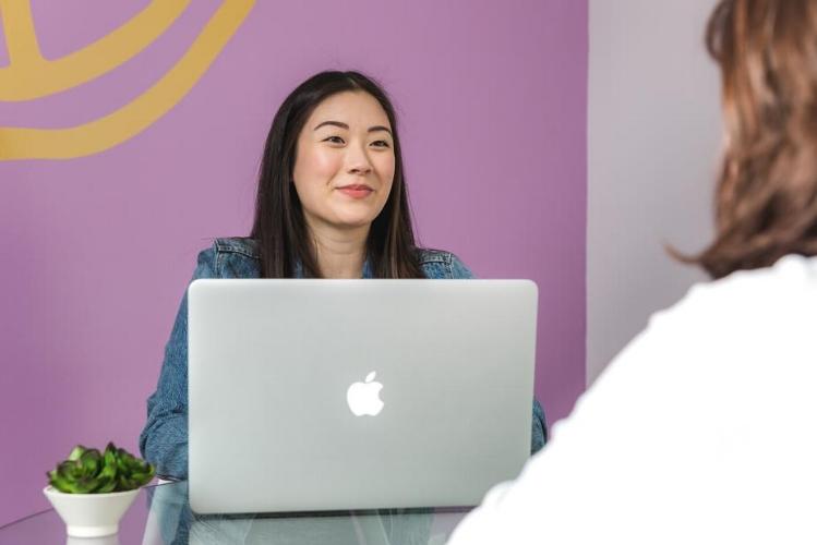 business-woman-laptop-meeting_925x.jpg