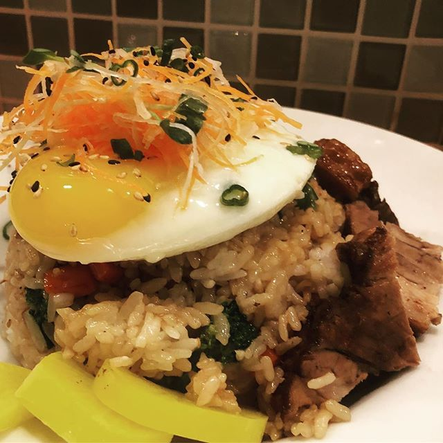 Start your day early at Hapifish! We open at 12:00 noon, Sat and Sun☀️friedricebowl #ourversionofbaconandeggs 🍚