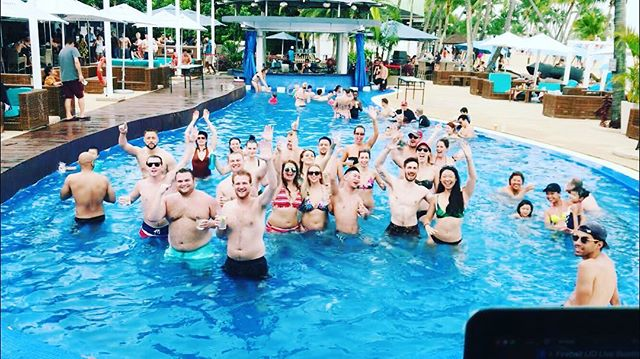 Such a hype crowd yesterday, you guys were awesome! 🤙🏻 With @djchriscolumbus #mambobeachclubsg #sentosa #sunglazed #beachlife #poolbar #groupofdjs #tuesday #chilling