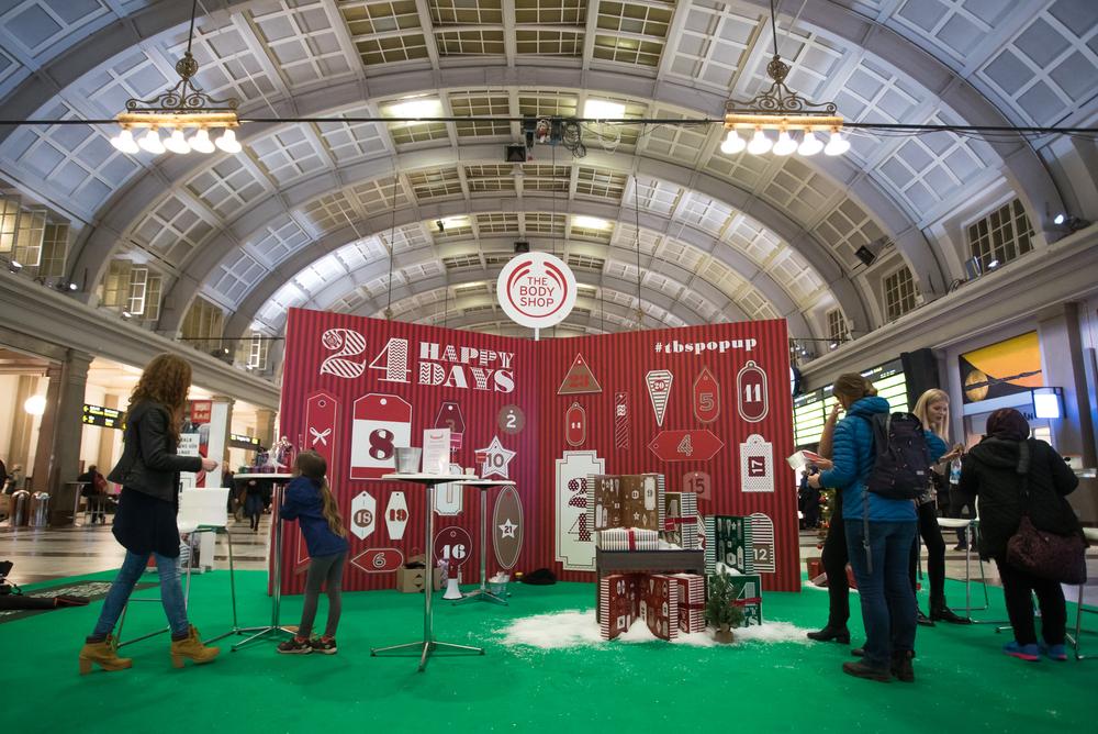 Nkel hjälpte The Body Shop med att skapa en gigantisk adventskalender på Stockholm centralstation.