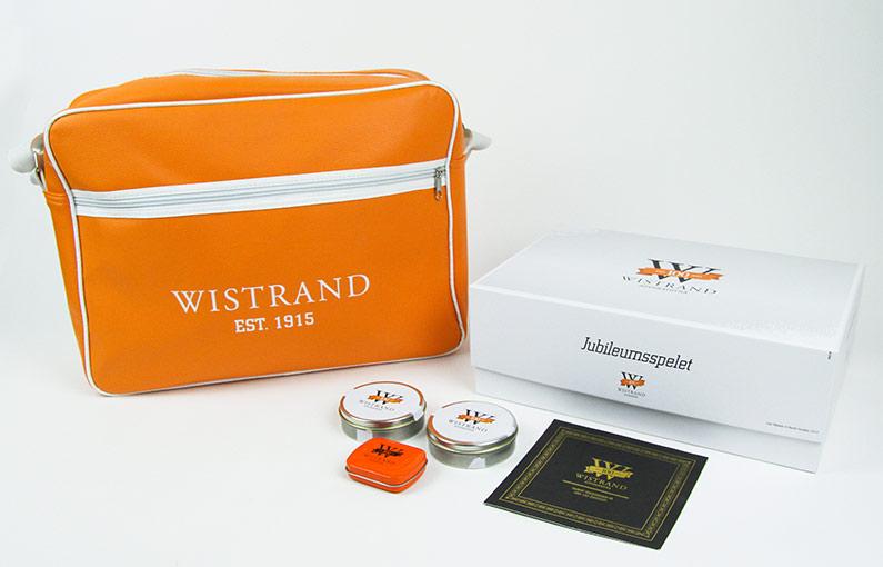 Inbjudan till jubileumsfest och gåvor som togs fram i samband med Wistrand 100-årsjubileum