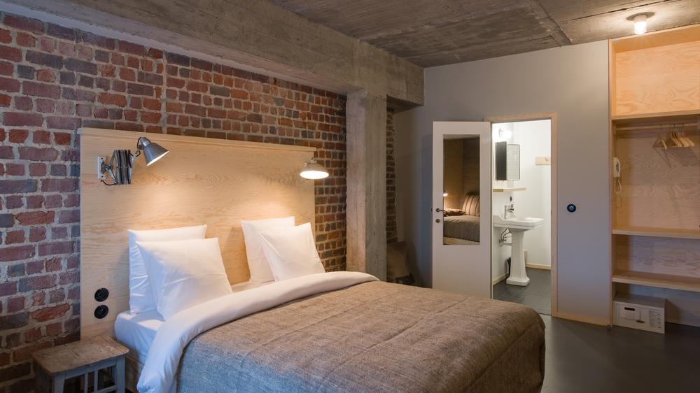 jam-hotel-brussels-rooms-mega-room-01.jpg