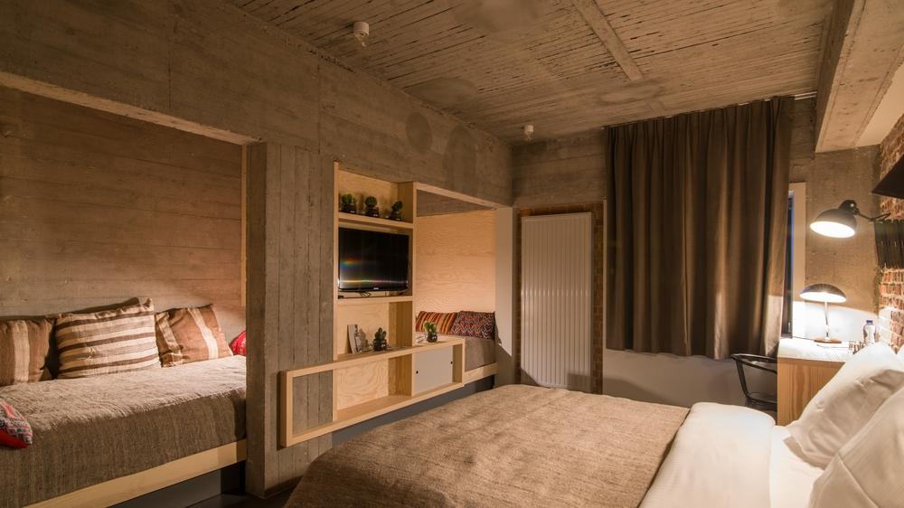 jam-hotel-brussels-rooms-mega-room-02.jpg