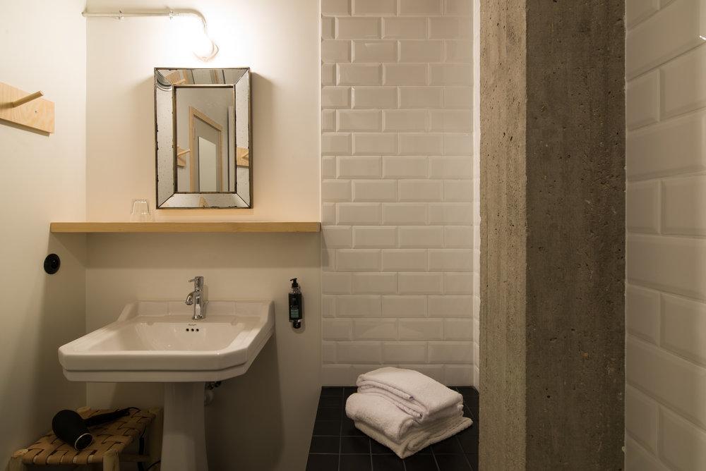 jam-hotel-brussels-rooms-hyper-room-05.jpg