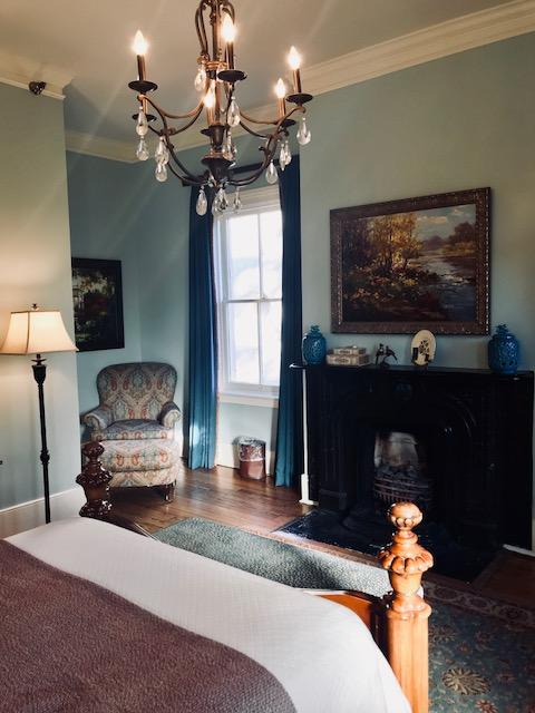 Julliet Queen Suite at The Gastonian