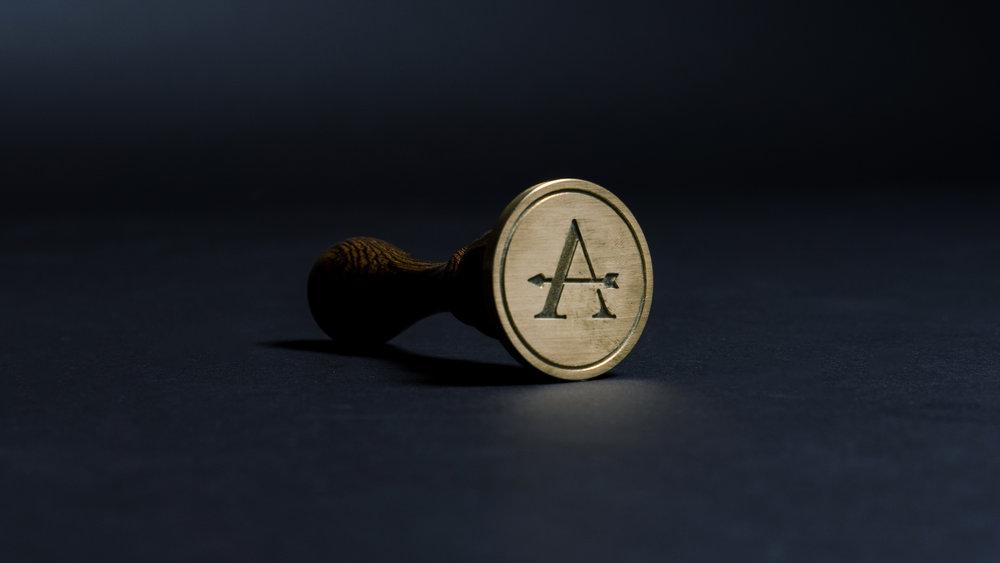Adena-Stamp-Frontal4.jpg