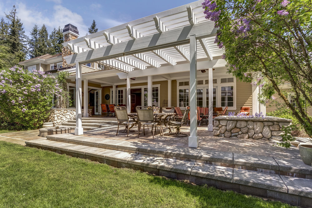 Combining Masonry and Wood for Modern Appeal in Brookville, NY