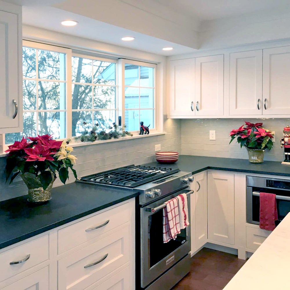 Plato Prelude Cabinetry, Beaded Inset Cabinet Style, Flat Panel Doors, Essential White Painted Cabinetry,Kitchen Aid Downdraft Range