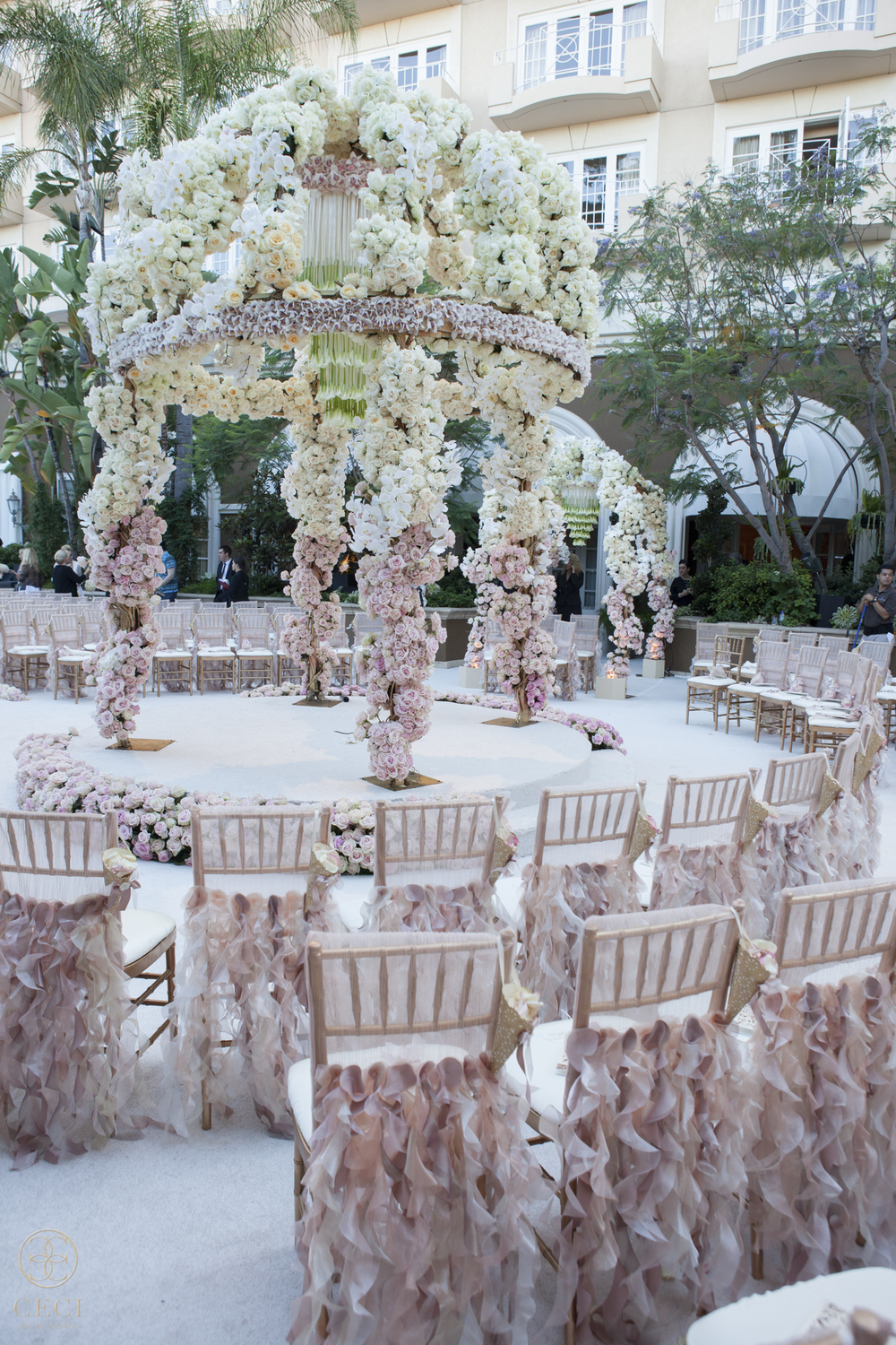 rose_gold_pink_romantic_real_wedding_roses_inspiration_cecistyle_v152-16.jpg