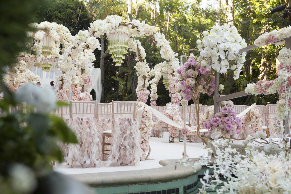 rose_gold_pink_romantic_real_wedding_roses_inspiration_cecistyle_v152-3.1.jpg