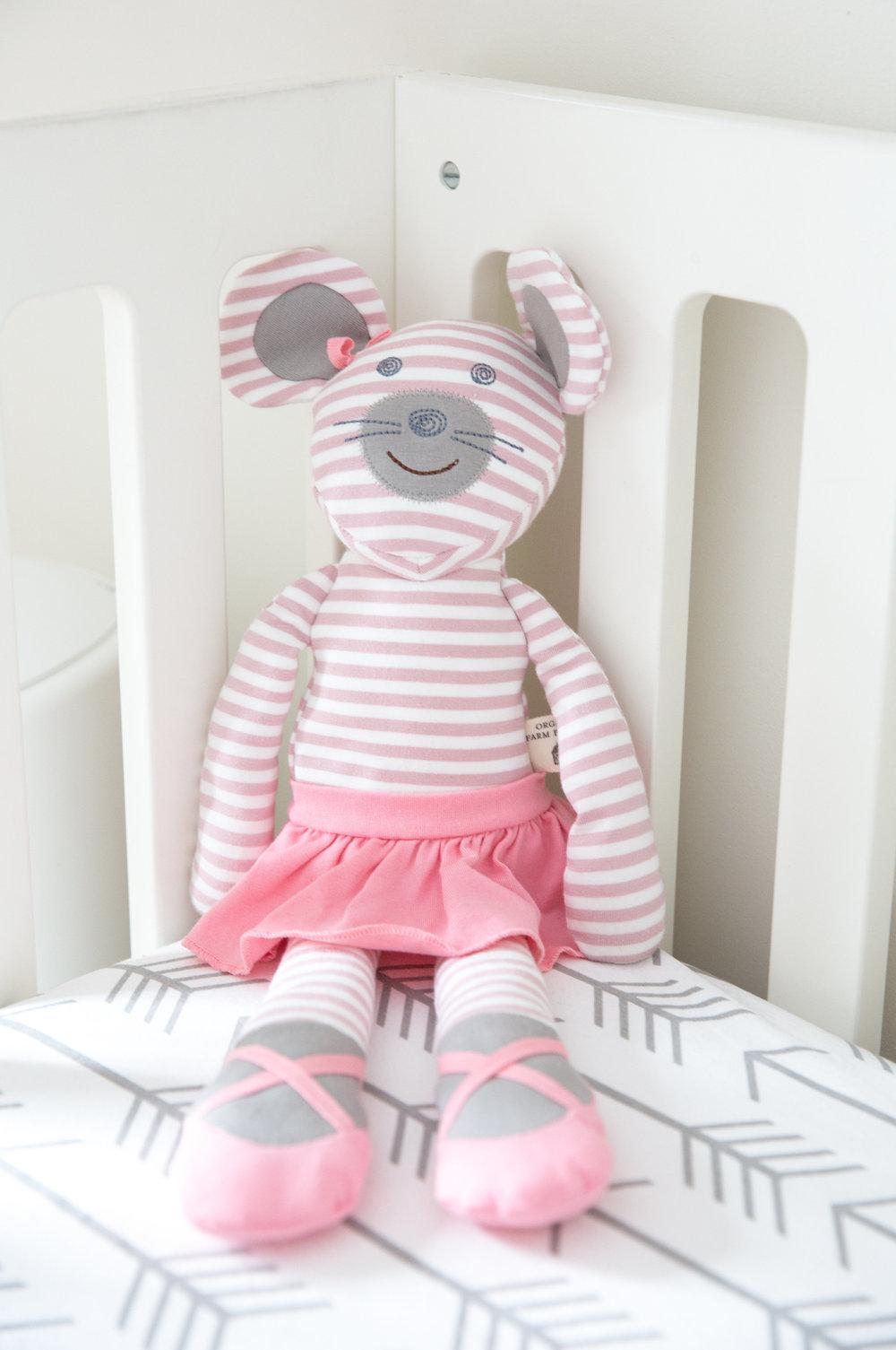 Ceci_Johnson_Welcome_Baby_Elle_Hazel_Johnson_Nursery_Tour_Design_Baby_Product_Pick_kid_Ana_Schechter_newborn_photography_13.jpg