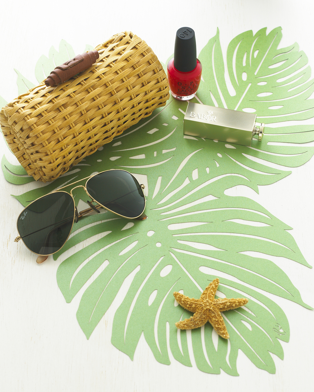 Ceci_New_York_Entertaining_Tabletop_Placemats_Palm_Leaf_Green_Style_Design_Lasercut_Entertaining_Lifestyle_1.jpg