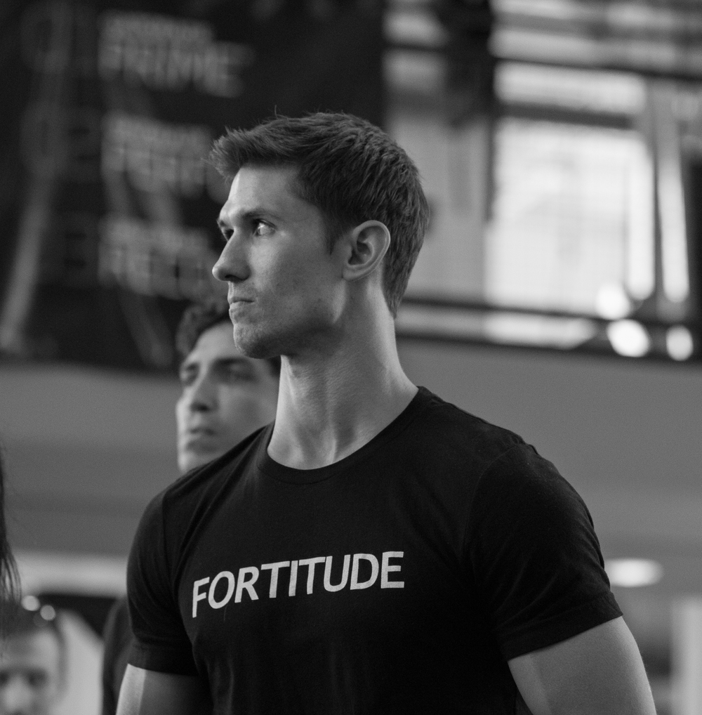 weightlifting-photography-teammate-cheering-spectators.jpg