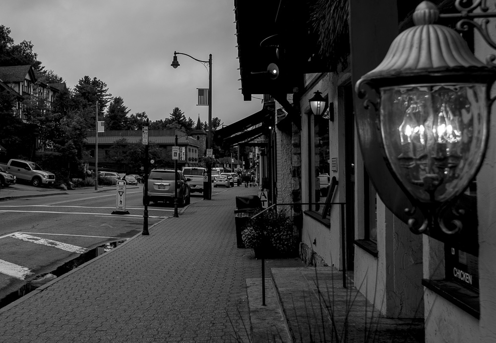 main-stere-lake-placid-early-morning-empty-street-light-post