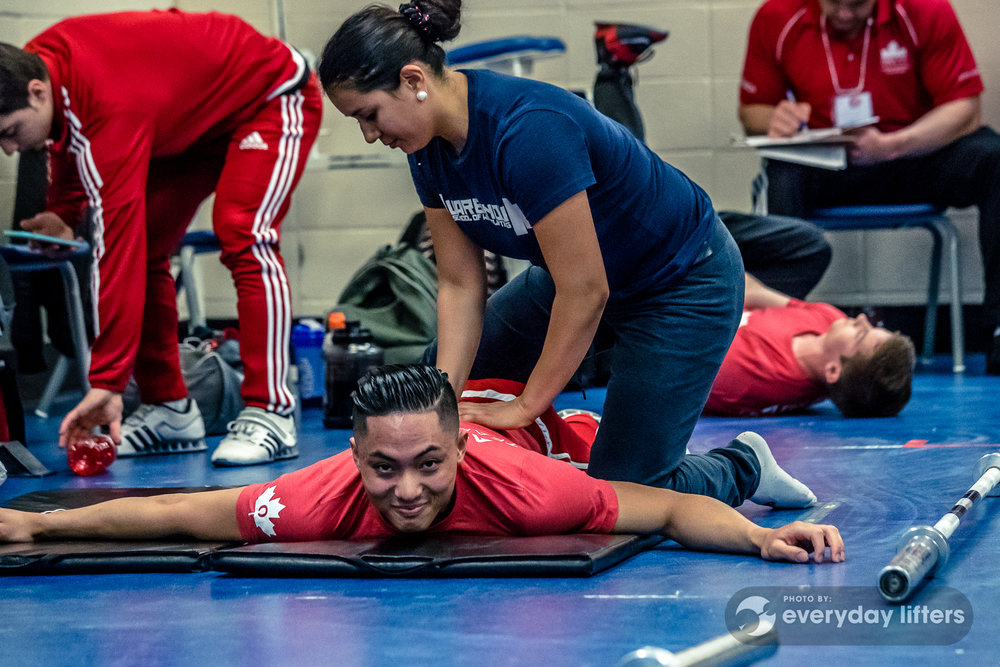 canadian-weightlifters-warming-up-halterofilia-olympic-weightlifting-photos-32.jpg
