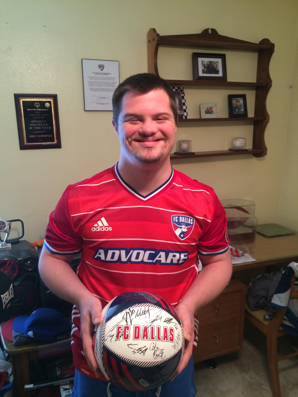 Joey with 2016 FC Dallas Ball.png