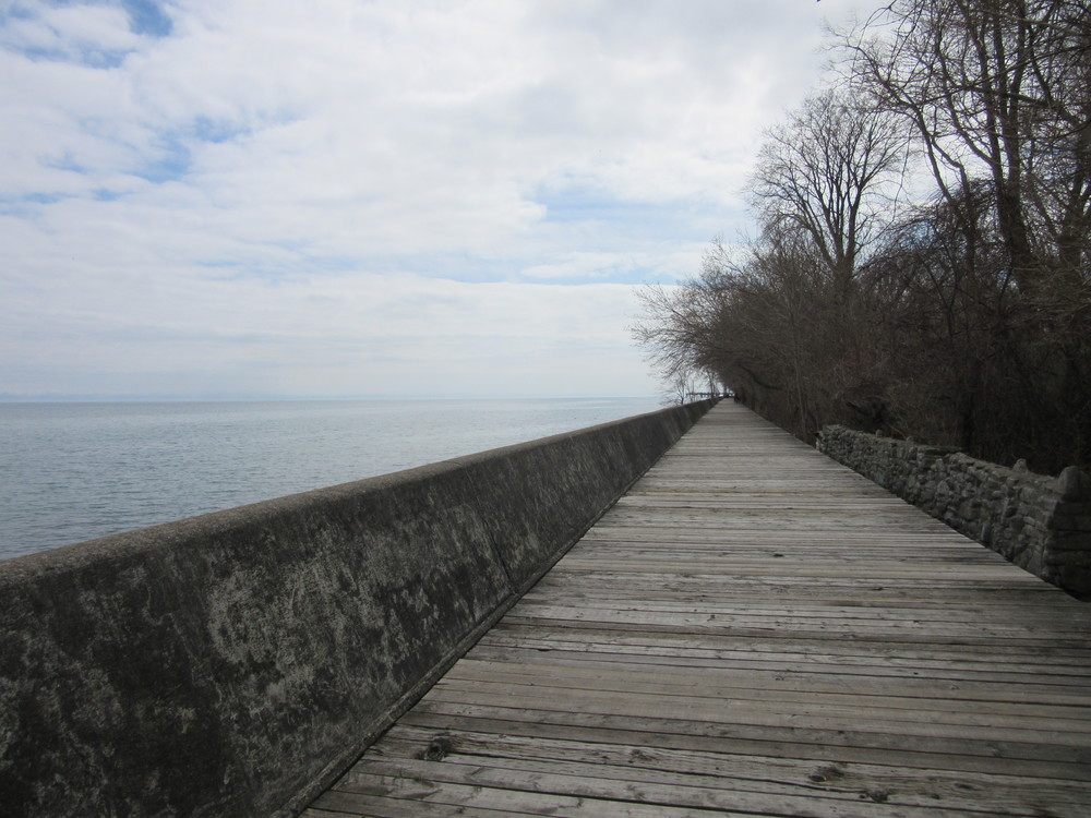 The boardwalk along Lake Ontario, Toronto Islands