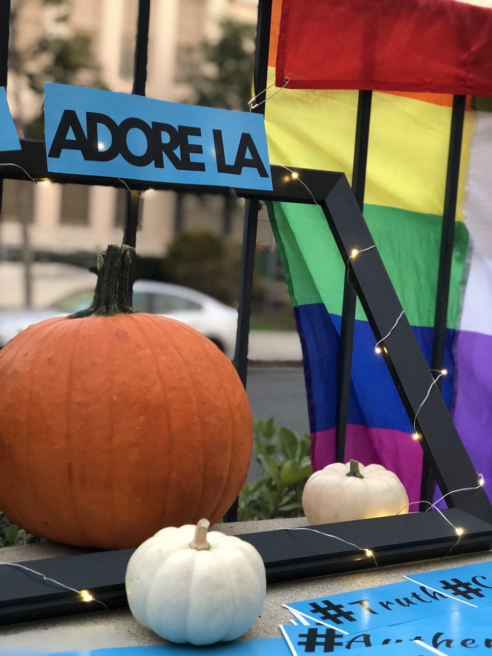 ADORE LA - Carving up those pumpkins