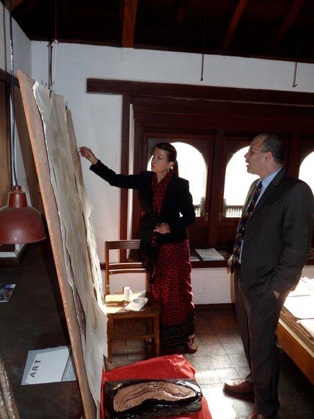 Drdak explaining her Fulbright work to Jonathan Henick, Dep. Assist. Sec./Dir. Public Diplomacy, South and Central Asia, Patan Museum, 2011.