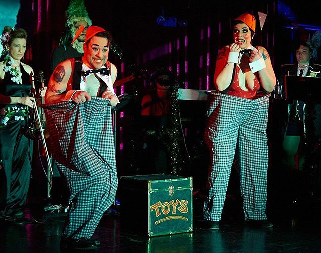 @theanniecherry and @damianblake have been on the road again, doing the Tweedle thing at #wonderlandSTL #burlesque #vaudeville #pantomime #tweedledee #tweedledum #tweedledame Photo by John D. Williams