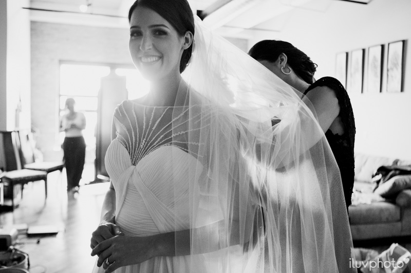 008_iluvphoto_chicago_candid_wedding_photographer_