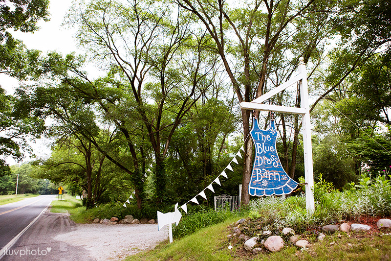 01_iluvphoto_Blue_dress_barn_wedding_reception_outdoor_ceremony_photographer