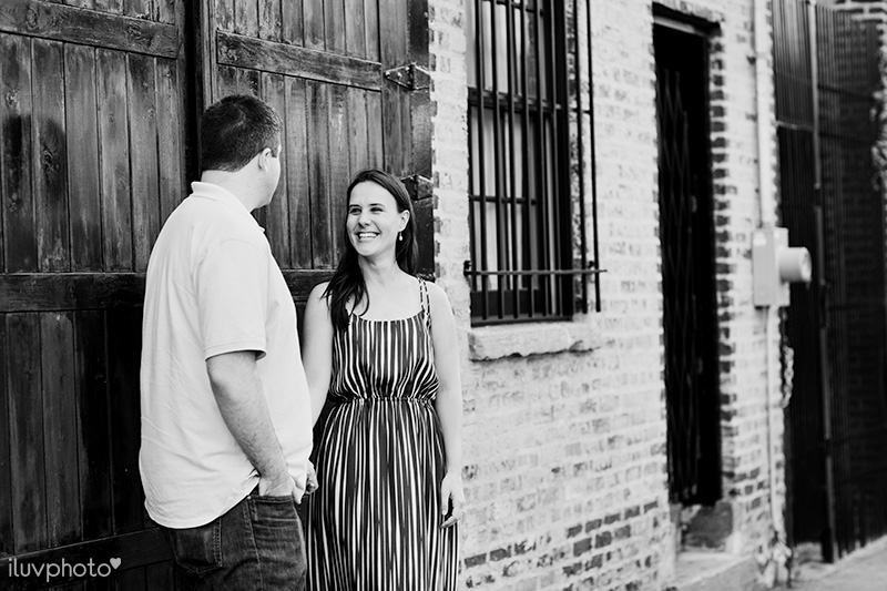 02iluvphoto-chicago-engagement-session-ravenswood