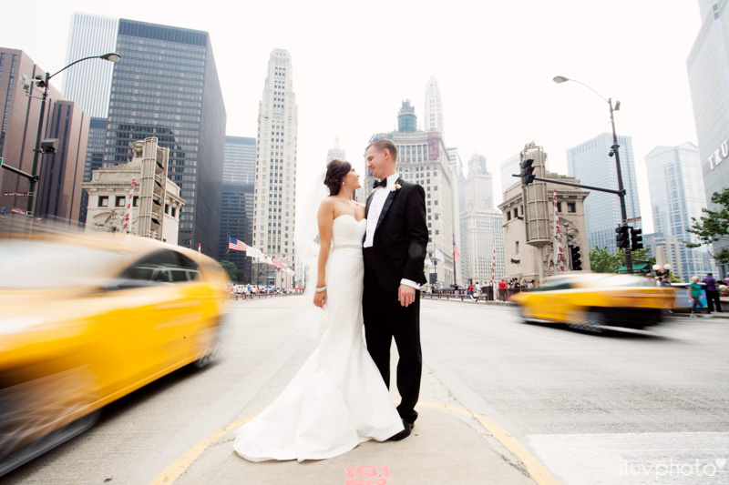 055_iluvphoto_chicago_candid_wedding_photographer_