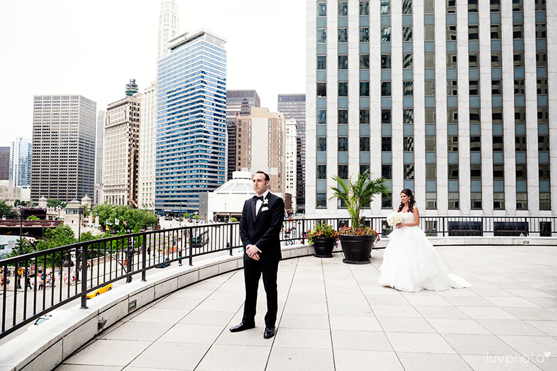 05_Chicago_downtown_wedding_city_River_walk_Renaissance_hotel