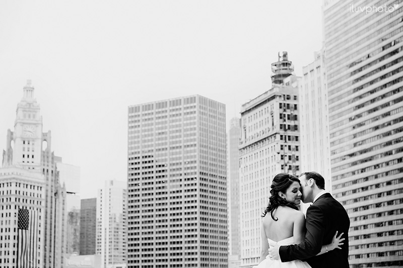 07_Chicago_downtown_wedding_city_River_walk_Renaissance_hotel